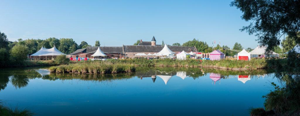 photo en couleur représentant le village d'animations pendant la fête des 100 ans Lhotellier auteur Franck Burjes photographe de reportage à Amiens